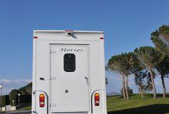 La solution pour le transport de vos chevaux est sur carrosserie-ameline.com